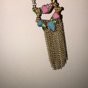 I'm selling a very pretty necklace